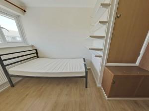 Bedroom 5 - 17 Dollis Drive - Student homes Farnham for UCA Students