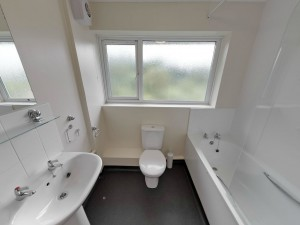 Bathroom - 20 Dollis Drive - Student homes Farnham for UCA Students