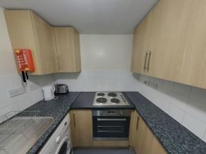 Kitchen - 22 Dollis Drive - Student homes Farnham for UCA Students