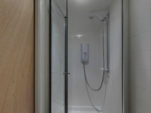 Shower - 22 Dollis Drive - Student homes Farnham for UCA Students