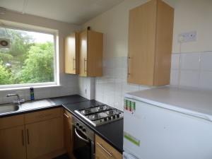 Kitchen 2 - 18 Dollis Drive - Student homes Farnham for UCA Students