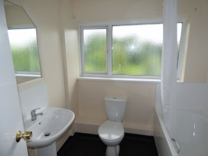 Bathroom - 21 Dollis Drive - Student homes Farnham for UCA Students