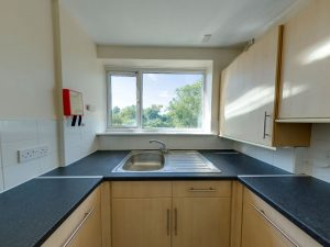 Kitchen 2 - 22 Dollis Drive - Student homes Farnham for UCA Students