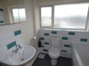 Bathroom - 1 Dollis Drive - Student homes Farnham for UCA Students