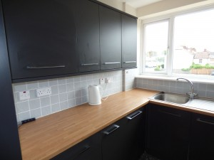 Kitchen 2 - 1 Dollis Drive - Student homes Farnham for UCA Students