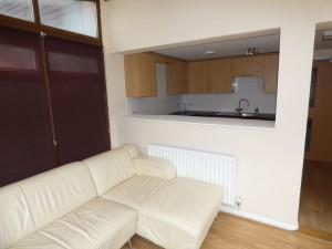 Lounge & Kitchen - 1 Dollis Drive - Student homes Farnham for UCA Students