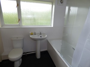 Bathroom - 18 Dollis Drive - Student homes Farnham for UCA Students